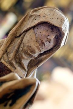 Reparierte und gereinigte Marienfigur